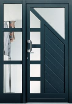 mod. Geo_771 con elemento laterale ST2 Home Door Design, Door Gate Design, Wooden Door Design, Wooden Doors, Aluminium Door Design, Aluminium Glass Door, Window Grill Design, Entrance Doors, Windows And Doors