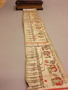The Hague, Royal Library, late 14th century has a specific wrap system. The scroll of 130 cm is attached to the codex. Remarkable hybrid that allows easy storage on the book shelf. Photo Ed van der Vlist (KB). No statement of copyrights, presumably reserved by the institution or photographer.