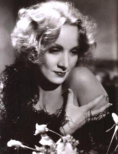 Naked shoulder: #Marlene #Dietrich