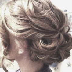 If I opt to do an updo, this is how it will look...loose and curly