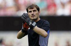 Casillas, aclamado en la presentación del Porto - El meta español Iker Casillas fue el jugador más aclamado por los casi 50.000 hinchas del Porto congregados en el estadio Do Dragao durante la prese...