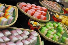"""The local """"Kuih-Muih"""" (cakes in Malay) in Penang.- The local """"Kuih-Muih"""" (cakes in Malay) in Penang. The local """"Kuih-Muih"""" (cakes in Malay) in Penang. Asian Desserts, Asian Recipes, Malaysian Dessert, Malay Food, Bread Cake, Candy Buffet, Cookie Desserts, Confectionery, Chinese Food"""