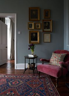 Love the wall color and the cozy corner feeling. Love the wall color and the cozy corner feeling. – Love the wall color and the cozy corner feeling. Love the wall color and the cozy corner feeling. Casual Living Rooms, Simple Living Room, Cozy Living Rooms, Home And Living, Living Room Corners, Sitting Rooms, Country Cottage Living Room, London Living Room, Urban Cottage