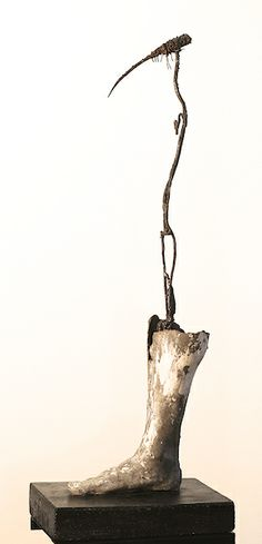 Self-portrait, 2014. Concrete and metal. 110x30x30 cm.