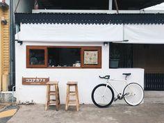 Cheap Home Decorating Websites Product Bistro Interior, Coffee Shop Interior Design, Restaurant Interior Design, Modern Restaurant, Barn Cafe, Cafe Bar, Cafe Japan, Simple Cafe, Hostels