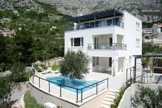 Helt hjem/leilighet i Makarska, Kroatia. This modern villa with pool is located near Makarska in the village of Veliko Brdo at the foot of the mountain Biokovo, a protected natural park wh. Haus Am See, Villa, Natural Park, Mansions, House Styles, Travel, Home Decor, Modern Homes, Vacation