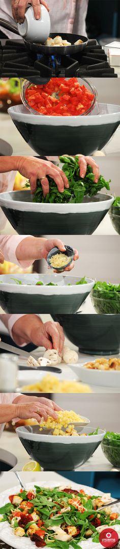 Ensalada mediterránea, por Mirta Carabajal. Utilísima. INGREDIENTES:  Rúcula 3 atados. Tomates 3. Queso parmesano 200 g. Tomates secos 100 g. Champignones 250 g. Jugo de limón c/n. Sal y pimienta c/n. Aceite de oliva c/n. Ajo c/n. Croûtons 100 g. Mira el procedimiento en: http://www.utilisima.com/recetas/11257-ensalada-mediterranea.html