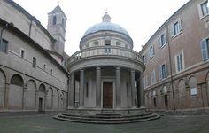 Templete en el patio interior del Convenio de San Pedro de Montorio. Roma Italia