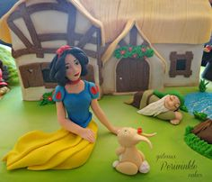 An animated Snow White cake. Watch the video here: http://www.youtube.com/watch?v=GYybIS6TXSE