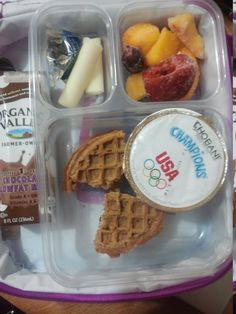Project Lunchbox: This mom took pictures everyday of her kiddos school lunch! Lots of great lunch ideas on this blog:)