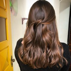 Projeto Along Hair – Recupere em 30 dias Balayage Hair Blonde, Brown Blonde Hair, Brunette Hair, Ombre Hair, Cut Her Hair, Hair Cuts, Hair Color Caramel, Honey Hair, Hair Highlights