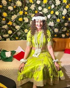 indian wedding photography poses bride and groom pdf Mehendi Outfits, Indian Bridal Outfits, Sangeet Outfit, Indian Dresses, Mehndi Function Dresses, Mehndi Dress For Bride, Mehndi Brides, Mehndi Ceremony, Haldi Ceremony