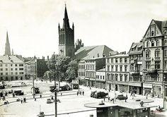 Rynek (Ring / Marktplatz / pl. Maciejewskiej), Bytom - 1958 rok, stare zdjęcia Germany And Prussia, Old Photographs, Krakow, Gas Station, Poland, Building, Travel, Viajes, Buildings
