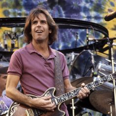 Founding member/singer-song-writer of The Grateful Dead Bob Weir announced 08-10-2014 effective immediately all dates for his summer concerts and one in Jan of 2015 have been cancelled - no further news as to why at this time. Holding good thoughts that all is OK with Bobby.