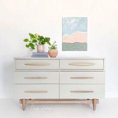 Upcycled Furniture, Furniture Projects, Furniture Makeover, Vintage Furniture, Cool Furniture, White Furniture Inspiration, Grey Painted Furniture, Lowboy, Wood Dresser