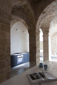Arches culinaires | Jaffa Apartment / Pitsou Kedem Architect (24) © Amit Geron