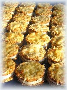 A sajtos zabfalatka erőteljesen megmozgatta a fantáziámat, melynek ez a recept lett az eredménye. A fűszerezéssel most visszafogottabban bántam, hogy a tészta ne nyomja el a sajtkrém ízét, inkább egy harmonikusabb, kiegyenlítettebb ízélményt szerettem volna elérni. A tésztát kicsit vastagabbra és… Diabetic Recipes, Cauliflower, Muffin, Food And Drink, Vegetables, Breakfast, Gluten Free Recipes, Wings, Morning Coffee