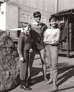 """Robin meets the Robinsons! Burt Ward of Batman hanging out with Bill Mumy and Angela Cartwright from """"Lost in Space"""" Adam West Batman, Batman Sets, Kids Batman, Real Batman, Batman Tv Show, Batman Tv Series, Photo Vintage, Vintage Tv, Dc Movies"""