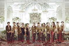Now we're talking some glamour Javanese wedding. we're so excited get to share the photos of Chacha and Dico's wedding. Javanese Wedding, Indonesian Wedding, Wedding Backdrop Design, Wedding Decorations, Dream Wedding, Wedding Day, Wedding Stuff, Traditional Wedding, Wedding Ceremony