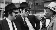 Dan Aykroyd John Belushi and John Lee Hooker on the set of 'The Blues Brothers' (1979)