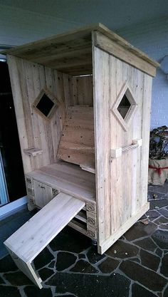 Here is shown how the chair looks when it is completed, one can use the sander to smooth the edges of the recycled wooden pallets. The strandkorb chair can be taken anywhere on the lawn or inside the home with the help of the wheel.
