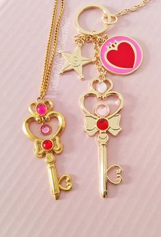 Sailor Moon Necklace and Keychain Sailor Moons, Sailor Moon Crystal, Sailor Moon Jewelry, Kawaii Jewelry, Kawaii Accessories, Cute Jewelry, Sailor Scouts, Rilakkuma, Goodies Manga