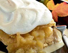 Omenapaistos Sekoita kuivat ainekset keskenään. Lisää sulatettu rasva, keltuaiset ja neste. Sekoita tasaiseksitaikinaksi. Anna taikinan levähtää hetken kylmässä. Käytä valmista omenasosetta tai keitä se. Kuori ja lohko omenat kattilaan. Lisää sokeri ja vesi. Sitruunamehu pitää soseen vaaleana. Keitä hiljalleen noin 20 minuuttia, kunnes omenat soseutuvat ja muuttuvat läpikuultaviksi. Kauli taikina leivinpellin päälle asetetun leivinpaperin päällä …