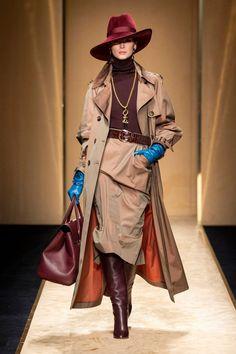 Luisa Spagnoli Herbst/Winter Ready-to-Wear - Kollektion Catwalk Fashion, Fashion 2020, High Fashion, Winter Fashion, Casual Chic Outfits, Fashion Outfits, Vogue Paris, Estilo Glamour, Bandeau Outfit