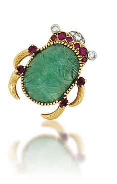 Lot 220 is an emerald, ruby and diamond Scarab brooch signed by Cartier (estimate: Christie's Important Jewels Sale on 26 November at King Street in London. High Jewelry, Jewelry Art, Antique Jewelry, Vintage Jewelry, Women Jewelry, Jewelry Design, Cartier Jewelry, Jewelery, Insects