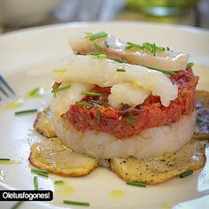 Timbal de bacalao con tomate