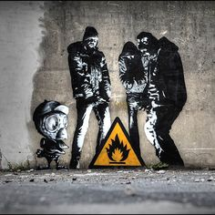 @dotdotdot piece gets a new addition from @muebon @graffitiprints #graffiti #streetart #stencil