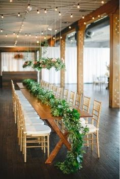 Amazing floral table runner {Photo by Apryl Ann via Project Wedding}