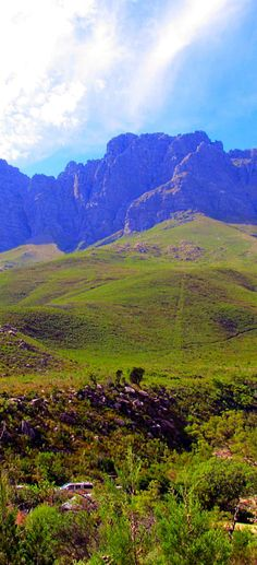 Rural view of Stellenbosch, Western Cape province of South Africa. This town is in, what is called the Cape Winelands and is surrounded by beautiful wine estates and many mountains Africa Rocks, Provinces Of South Africa, South Afrika, South African Wine, Virtual Travel, Hiking Spots, Dream City, African Beauty, Africa Travel