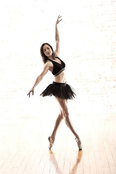 Verity en pointe by Philip Payne, via Flickr