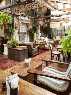 Dine alfresco in one of the best garden restaurants London has to offer this summer. Whichever part of London you are looking for an outdoor restaurant in, find the perfect restaurant with Vogue's guide to London restaurants with a garden Cafe Bar, Cafe Restaurant, Cool Restaurant Design, Outdoor Restaurant, Bar Deco, Deco Cafe, Bar Design, Coffee Shop Design, Commercial Design