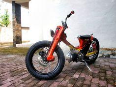 A clever custom Honda Cub from Darizt Design Custom Moped, Custom Motorcycles, Custom Bikes, Honda Cub, Scrambler Motorcycle, Motorcycle Style, Scooters, Moto Quad, Honda Ruckus