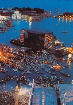 oldmanpeace:Pink Floyd live in Venice, Italy. This is so fucking cool.