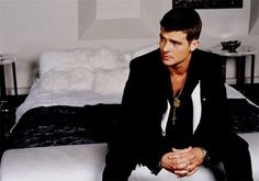Robin Thicke...sighs <3 Sleek, cut, and clean equals Sexy! Love everything about this outfit