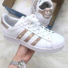 Adidas Original Superstar Made with SWAROVSKI Xirius Rose Crystals White/Rose Gold - Tennis Adidas - Ideas of Tennis Adidas - Adidas Originals Superstar gemacht mit Kristallen von Sneakers Mode, New Sneakers, Adidas Superstar Originales, Baskets Addidas, Adidas Outfit, Adidas Sneakers, Cute Shoes, Me Too Shoes, Fashion Boots