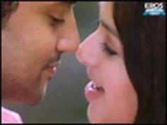 (Sillunu Oru Kaadhal - Munbe Vaa song) Tamil Song, she's cute :) Bhumika Chawla & Surya