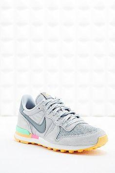 Nike Women's Internationalist Trainers in Grey