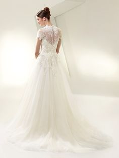 Enzoani wedding gown. Lace/tulle in Ivory.