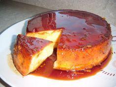 its like flan but 1000 times better.my hubby makes the best! Cuban Recipes, Sweet Recipes, Plats Latinos, Just Desserts, Dessert Recipes, Venezuelan Food, Venezuelan Recipes, Good Food, Yummy Food