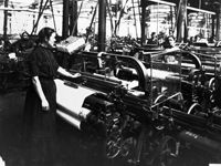 Ulster Museum 2008 A woman attends to a plain linen loom at Brookfield Linen Company's mill on the Crumlin Road, May 1911 History Linen Company, Old Irish, Irish American, Heritage Month, National Archives, Irish Dance, Family History, Old Photos, Ireland