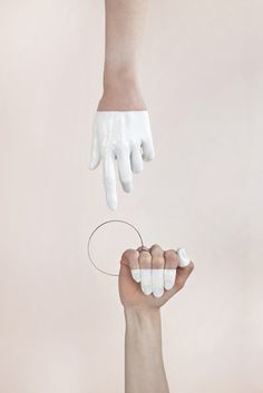 wearable art // Haydee Alonso Schmuck i… Loop Ring – conceptual jewellery design; Hand Photography, Jewelry Photography, Concept Photography, Abstract Photography, Artistic Photography, Editorial Photography, Hand Fotografie, Admirateur Secret, Secret Admirer