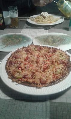 KHA pizzabodem: 2 ei, 2 lepels amandelmeel en beetje geraspte kaas. Was