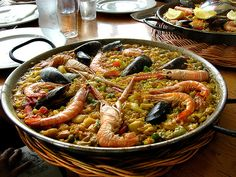 Paella one of my favorite seafood dishes! Seafood Paella, Seafood Dishes, Fish And Seafood, Seafood Recipes, Seafood Menu, Spanish Paella, Spanish Cuisine, Spanish Dishes, Spanish Food