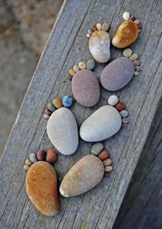 """The series """"Stone Footprints"""" by photographer Iain Blake, simple and cute land art made with round pebbles found on the beach. A series of childish and naive photographs that make you smile … - Pebble Painting, Pebble Art, Stone Painting, Pebble Stone, Pebble Mosaic, Pebble Garden, Garden Art, Garden Ideas, Garden Types"""