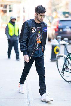 Zayn Malik in New York Estilo Zayn Malik, Zayn Malik Style, Zayn Malik Fashion, Zayn Mallik, Zayn Malik Pics, Ex One Direction, One Direction Outfits, Sexy Asian Men, Poses For Men