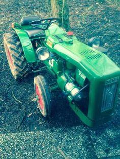 Old timer mini tractor 1 cilinder diesel van het merk agria bouwjaar 1968